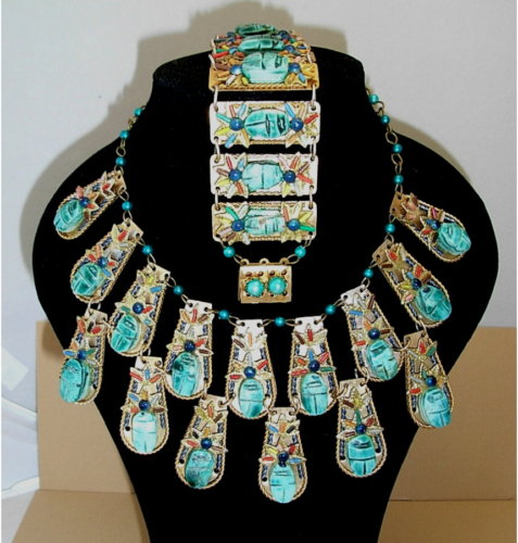 An esquisite Art Deco turquoise set, featuring scarabs.